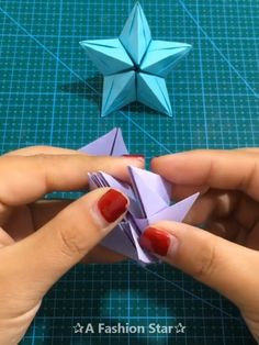 Easy Paper Crafts, Diy Crafts, Diy Snowflake Decorations, Coconut Shell Crafts, Creative Money Gifts, Christmas Crafts To Make, Stars Craft, Paper Flower Tutorial, Paper Stars
