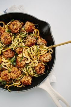 Thai Chicken Meatballs with Zucchini Noodles- 7 WW smart points More (thai recipes with chicken) Healthy Food Blogs, Healthy Eating, Healthy Recipes, Drink Recipes, Spiralizer Recipes, Chicken Meatballs, Vegetarian Meatballs, Turkey Meatballs, Zucchini Noodles