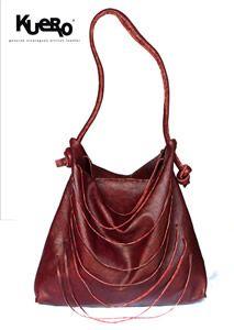 Lista en todo momento,  con bolsas internas  y un agarradero que te permite llevarla al hombro la hace muy cómoda y útil , su diseño en  for...