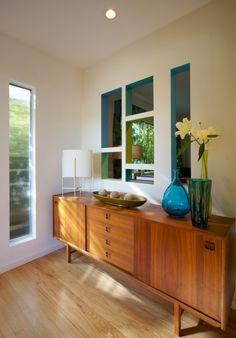 Cut holes in wall as art instead of a transom? Mid-century style entry - modern - entry - los angeles - David Lauer Photography my favorite style Mid Century Modern Kitchen, Mid Century Modern Design, Mid Century Modern Furniture, Mid Century Decor, Mid Century House, Mid Century Style, Modern Entry, Mid-century Modern, Modern Ranch