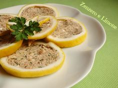 LIMONI RIPIENI Lemon Recipes, Fish Recipes, Happiness Recipe, Healthy Drinks, Healthy Recipes, Appetizer Buffet, Finger Food Appetizers, Slow Food, Appetisers