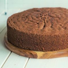 Endlich darf ich euch mein allerliebstes Lieblingsrezept vom Wiener Biskuit vorstellen. Der Tortenboden ist so wunderbar locker-fluffig und dennoch stabil. Den müsst ihr einfach mal probieren. Das Rezept gibt's nun brandneu aufm Blog. Übrigens, am Samstag gibt es passend dazu eine sehr bekannte und superleckere Torte. Was denkt ihr welche es sein wird? Eure Sarah #lecker #food #foodblog #cakes #biscuit #foodgasm #instafood #foodporn #foodpic #rezepte #recipes #foodie #foodstagram...