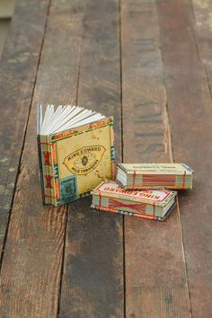Unusual handmade books Cigar Box Books Free tutorial with pictures on how to make a recycled book in under 120 minutes Cigar Box Projects, Cigar Box Crafts, Book Projects, Altered Cigar Boxes, Altered Books, Altered Tins, Altered Art, Cigar Box Art, Handmade Journals