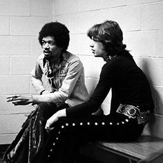 Jimi Hendrix and Mick Jagger, 2 of the greatest rock legends of all time, in one picture. It's such a shame that Hendrix died about a year after this photo was taken Ringo Starr, Mick Jagger, Jimi Hendrix, Louis Armstrong, Rare Historical Photos, Rare Photos, Rare Pictures, Vintage Photographs, Iconic Photos