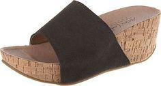 Diese Andrea Conti Pantoletten sind schlicht und originell zugleich. Das Obermaterial besteht aus geschmeidigem Echtleder und verläuft auf individuelle Weise bis über die solide Sohle.  - Verschluss: Schlupf - Absatzart: Keil - Absatzhöhe: 7 cm - fein strukturierte Laufsohle - Schuhweite: F   Obermaterial: Leder (Velourlseder) Futter: Sonstiges Material (Kunstleder) Decksohle: Leder Laufsohle: ...