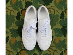 Antic Boutik nous présente sa sélection de sneakers Common Projects mises en valeur sur des carrés The Hill-Side. Pour cet automne, la marque New-Yorkai ...