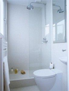 ook een hele kleine badkamer; licht www.allesover-badkamers.nl