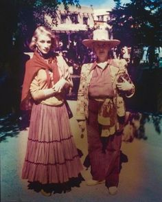 Fall look. Millicent Rogers and Lady Dorothy Brett on Taos Plaza c. New Mexico History, Western Costumes, Santa Fe Style, 1930s Fashion, Real Style, Fall Looks, Tao, Fashion Photo, Style Icons