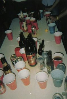 party, drink, and alcohol image Alcohol Aesthetic, Freaks And Geeks, Teenage Dirtbag, Silvester Party, Flirt, Teenage Dream, Late Nights, House Party, Belle Photo