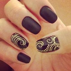 Black Nails Picture from Nail Designs. Gold glitter nails with black nail polish Fancy Nails, Gold Nails, Diy Nails, Cute Nails, Pretty Nails, Black Nails, Jewel Nails, Purple Nails, Gold Manicure