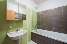 Tento apartmán umožňuje ubytování až pro 7 osob. Zařízení je pojato v moderním stylu. V kryté lodžii si můžete vychutnat snídani při vycházejícím slunci nebo možnost večerního grilování, či posezení za jakéhokoliv počasí. Decor, Furniture, Relax, Bathroom Lighting, Alcove Bathtub, Lighted Bathroom Mirror, Home Decor, Bathroom Mirror, Bathroom
