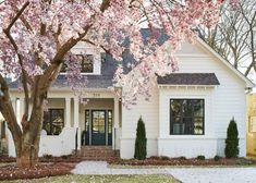 BECKI OWENS- Spring Curb Appeal: The Colors of Spring