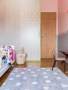 Tapete de algodão macio e suave ao toque, permite que as #crianças brinquem em sua superfície, além de dar um toque divertido, acolhedor e moderninho para o quarto do seu filhote ou filhota.  #lorenacanals