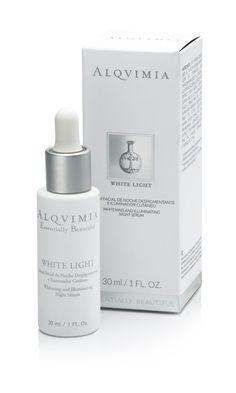 White Ligth Serum es despigmentate y antioxidante. Promueve la regeneración y el mantenimiento de la barrena natural de la piel. Apto para todo tipo de pieles. Aplicación por la noche después de la limpieza facial.