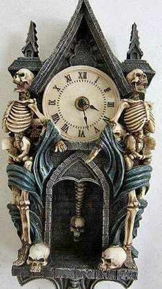 It's half- past teatime / Vintage Halloween Skeleton Pendulum Clock Halloween Skeletons, Halloween Cat, Holidays Halloween, Vintage Halloween, Happy Halloween, Halloween Decorations, Halloween Backdrop, Halloween Wreaths, Halloween Festival