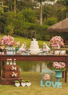 Foto 16 - Ideias incríveis para a sua mesa de bolo de casamento