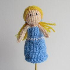 Ravelry: Goldilocks Finger Puppet pattern by Amanda Berry - free knitting pattern as download