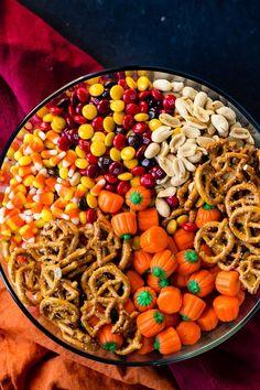 Halloween Snacks, Sac Halloween, Hallowen Food, Fall Snacks, Fall Treats, Holiday Treats, Halloween Costumes, Christmas Treats, Holiday Parties