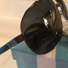 D&G BEAUTIFUL AVIATOR SUNGLASSES D&G BEAUTIFUL AVIATOR SUNGLASSES     100% Authentic  BLUE VERIGATED ARMS . I CAN NOT SEE ANY IMPERFECTIONS WITH MY EYES . THEY ARE STUNNING. NO BOX AVAILABLE D&G Accessories Sunglasses