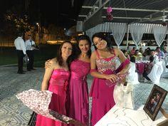 Madrinhas e sobrinha noiva