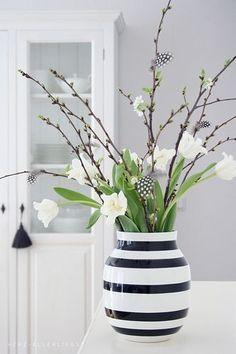 Frühling. Flower arrangement idea. clean, modern, and beautiful.
