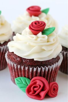 How to make Fondant Roses and Leaves and a link to red velvet cupcake recipe