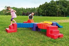 """Construye tu propio circuito de obstáculos """"Nomino"""" con puentes, escaleras,toboganes y ruedas de diferentes colores."""