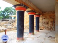Knossos Crete Greece: Knossos is the largest Minoan palace. The palace was built around 2000 BC. People suspect that the palace was destroyed Greek History, Ancient History, Holiday News, Minoan, Crete Greece, Boat Rental, Olympus Digital Camera, Walking In Nature, Macedonia