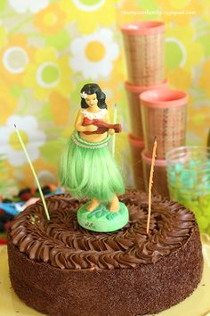 Hula Girl Birthday Cake - i want this for my next bday!