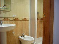 Marina d'Or Apartamentos - Cuarto de baño 2 Toilet, Sink, Bathroom, Home Decor, Apartments, Quartos, Sink Tops, Washroom, Vessel Sink