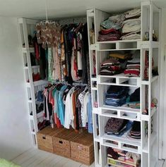 Upcycle the pallets you used in self storage for an easy #DIY closet organization system!