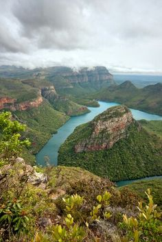 One of my favorite places I've visited - Blyde River Canyon, Limpopo Rural, South Africa Places Around The World, Travel Around The World, Around The Worlds, Namibia, Le Cap, Out Of Africa, Africa Travel, Countries Of The World, Wonders Of The World