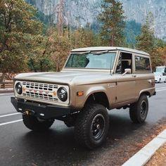 Classic Bronco, Classic Ford Broncos, Ford Classic Cars, Classic Trucks, Vintage Trucks, Old Trucks, Pickup Trucks, Lifted Trucks, Ford Motor Company