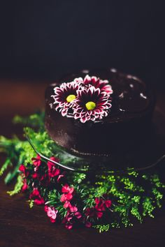 Chocolate cake decorated with local flowers. Photo by Sarah Deragon #chocolate #cake #flowers