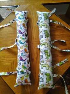 Car Seat Pillow with Ties / Seat belt Pillow / Travel Pillow image 1 Sewing Lessons, Sewing Hacks, Sewing Projects, Sewing For Kids, Baby Sewing, Seat Belt Pillow, Pillow Crafts, Knit Basket, Fabric Basket