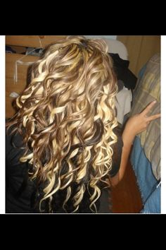 Sososo cute! Brown and blonde curly hair!!!