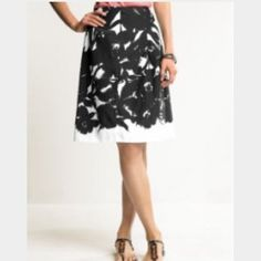 """Banana Republic silk & cotton full skirt Beautiful full skirt, perfect for work. Back zip. Lined. Panels. Silk/cotton/acetate. No condition issues. Length is 23"""". Waist is 14.5"""" flat. Banana Republic Skirts A-Line or Full"""