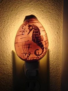 HAND CARVED COWRIE SHELL SEAHORSE NIGHT LIGHT BATHROOM #7438A $8