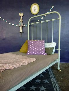 French Vintage : Antique Iron Bed, thousands used as military cots during the 19th century