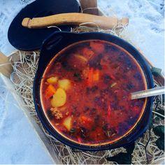 Unkarilainen jauhelihagulassikeitto Soup Recipes, Chili, Curry, Food And Drink, Ethnic Recipes, Koti, Waiting, Drinks, Drinking