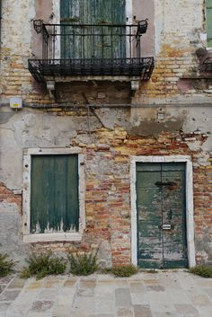 Weathered and colorful are attractive qualities in architecture and people. Architecture Old, Architecture Details, Distressed Doors, Door Texture, Cladding Materials, Building Painting, Encaustic Painting, The Real World, Doorway