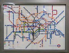 Per celebrare i 150 anni della costruzione della metro di Londra l'amministrazione comunale della città e la Lego hanno creato cinque mappe fatte con i mattoncini che lasciano immaginare come sarà la metro di Londra nel 2020.
