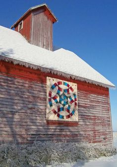 Barn quilt in Kankakee, IL wood quilt block ideas Barn Quilt Designs, Barn Quilt Patterns, Rustic Barn, Barn Wood, Amische Quilts, American Barn, Painted Barn Quilts, Barn Signs, Block Painting