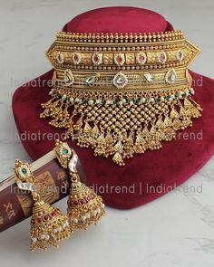 Indian Jewelry Sets, Indian Wedding Jewelry, Bridal Jewelry Sets, Indian Bridal, Antique Jewellery Designs, Gold Jewellery Design, Gold Jewelry, Rajputi Jewellery, Necklace Set