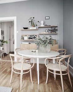 You Need to Know About Apartment Decorating Rental Living Spaces Small Home Interior, Kitchen Interior, Interior Design, Dining Room Design, Dining Area, Dining Chairs, Dining Table, Round Dining, Lounge Chairs