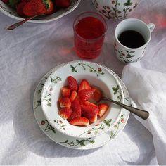 Jordbæreng: Dessertskål 17cm - Hyttefeber.no Dere, Strawberry, Cookies, Fruit, Food, Products, Crack Crackers, Biscuits, Essen