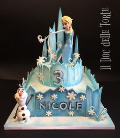 Frozen Ice Castle Cake - cake by Davide Minetti - CakesDecor Bolo Frozen, Torte Frozen, Elsa Torte, Frozen Castle Cake, Elsa Castle, Frozen Birthday Party, Frozen Party Cake, Disney Frozen Cake, Disney Cakes