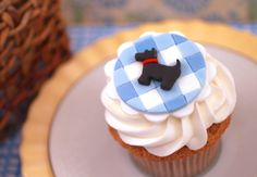 Beautiful Cake Pictures: Black Scottish Dog on Blue Gingham Cupcake Topper - Birthday Cupcakes, Colorful Cupcakes, Cupcake, Cupcake Toppers, Themed Cupcakes - Fancy Cupcakes, Yummy Cupcakes, Birthday Cupcakes, Themed Cupcakes, 60th Birthday, Fondant Cupcake Toppers, Cupcake Cakes, Pavlova, Cheesecakes