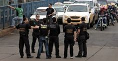 Policiais federais de Pernambuco detiveram, na terça-feira (4), no Porto de Suape, em Ipojuca, no Grande Recife, seis estrangeiros que viajavam de forma clandestina em um navio de bandeira alemã. Eles ...