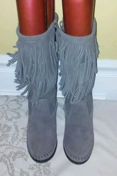 "Up for your consideration is a beautiful pair of Authentic Minnetonka Women's 2 Layer Barely Used Gray Fringe Boots Suede Leather, Size 8    These Awesome Boots are cleaned and sanitized. No odor!    They have Very minor scuffs and are in excellent used condition.    Measurements:    From Heel To Toe: 10.2""    Boot Height:12.2""    Shaft Circumference: 15.5""           From a smoke free and pet free home.   See photos as part of description.   Feel free to ask questions and thanks for coming…"